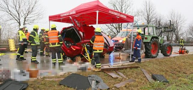 Einsatz: Schwerer Verkehrsunfall bei Hammerau